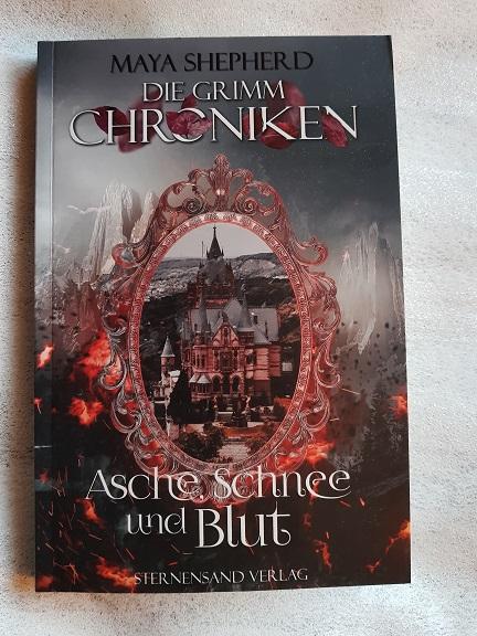 """""""Die Grimm-Chroniken: Asche, Schnee und Blut"""" von Maya Shepherd"""