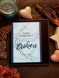 """""""Perfectly Broken"""" von Sarah Stankewitz"""